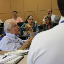 Comissão discute estrutura acadêmica e administrativa da UFU